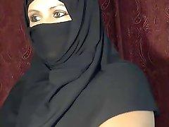Arab Muslim girl  flashing on cam