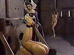 Lesben bondage Frauen bekommt Schlagsahne
