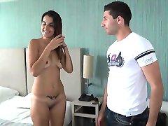 Adriana baise avec son beauf pour se venger de son mec
