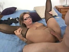True MILF Slut Kelly Leigh Repays the Plumber by Squirting