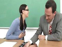 Роскошные одноклассницей и ее учителем роговой