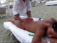 Voyeur Massage Sur La Plage Chaude Sexy Culs