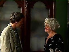 Grå Bestemor i Strømper Får Cum på hennes Briller