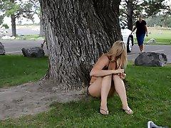 Kuuma Blondi Bikini Sukupuoli Puistossa Saa Kiinni