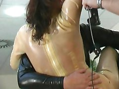 Bagnata latex divertimento con Marenka