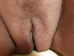 Сексуальная бабуля сосет и буксиры два петуха