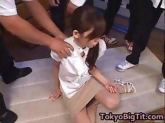 Asiático MiLF Rina Tomoa Obtiene Rociado part2
