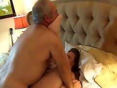El oso se folla a su esposa duro