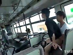Campamento de los hombres perpetradores de abuso sexual en un Bus イケメン