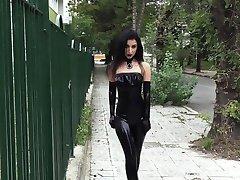 Ultra seksi djevojka gothic crni ruž za usne u javnim