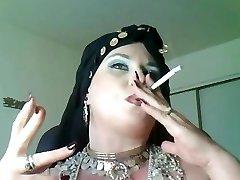 Bohyňa Bella Donna,bbw fajčenie cigán Kráľovná