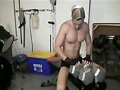 Michael Fitt flexes and cums in the gym