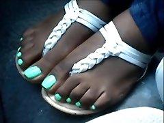 Hood Woman Green Toenails