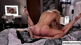 Flexible lesbian gets pussy ate