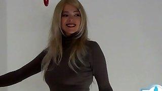 Glamour girl spunk on tits