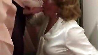 बुजुर्ग महिला निगल मेरे सह