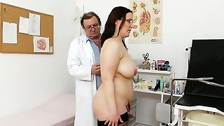 Crummy ugly bitch Dorotha gets explored and sated by spoiled doctor