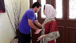 Dagfs  Arabic Dame Nadia Ali Tastes Milky