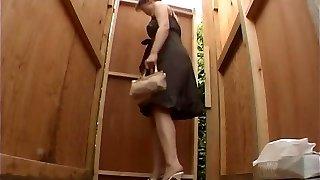 Skrite wc voyeur z japonske deklice