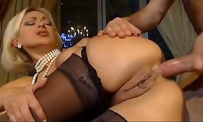 Prosperous blonde blow the fellow after cumming