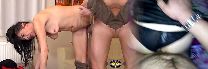 Mother with small saggy bumpers pleasing daddy