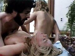 Sexy retro blonde threesome