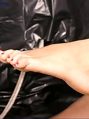 Brunette in sexy foot action