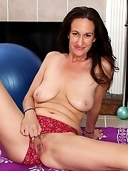 Mature amateur Genevieve Crest exposes her trimmed pussy.