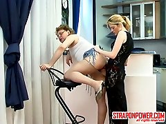 Submissive guy sucking strap-on before from-behind frenzy with a blondie
