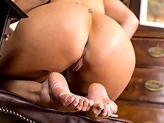 Blonde bombshell Jennifer Jade offers up her tasty peds for your enjoyment!