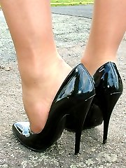 Donna is posing outside in her very horny high heels and short skirt.