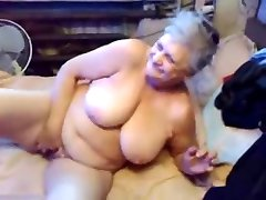 Watch my old bitch masturbating. Amateur