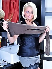 Blonde and brunette indulge their pantyhose fixation in heated lesbo action