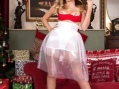 Yasmine brings some festive, girdle fun to your day, and what a sexy pair of fully fashioned nyloned legs she has!