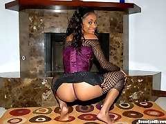 Sexy ebony hottie gets creamed here by her man in these sexy pics