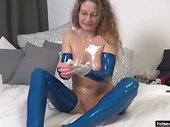 Horny Mature Fists Her Asshole On Webcam -