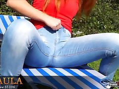 Hot teen cuts off her blue jeans to make shorts (cameltoe)