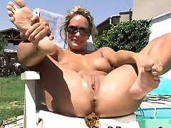 Shitting Girl HD Video