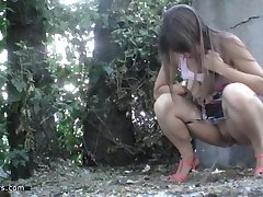 pissing in nature 10040