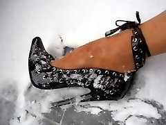 Pantyhose foot in black High Heels in Snow 1