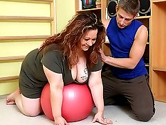 Her fitness coach ends the workout so he can put his dick inside this smoking hot fat chick