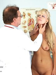 Mature Anezka has her older pussy speculum examined