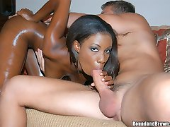 Hot ebony babe shows us the booty clap in these hot pics