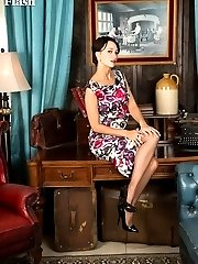 Tracy Rose in a stunning outfit and some outstanding vintage nylons!