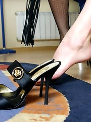 Having no mercy girlfriends teach their servant the art of footworship