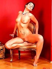 Kety Pearl takes off pantyhose