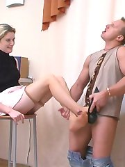 Hot guy cant turning himself away from sucking chicks sweet feet in hose
