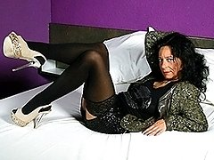 Naughty Dutch housewife with big pussylips sticking a vibrator up her ass