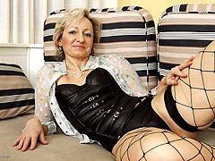 mature lady giving herself a good time
