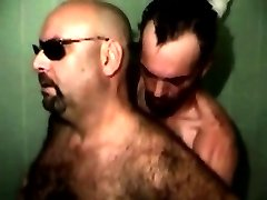 Gaystraight bear sucked in the shower